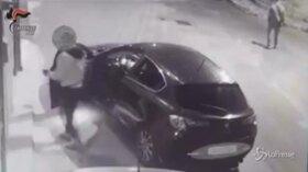 Bari, tentano furto ma non si accorgono della telecamera: un arresto