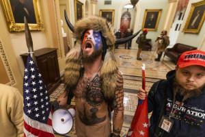 E' di origine italiane Jake Angeli uno dei volti simbolo dell'assalto a Capitol Hill