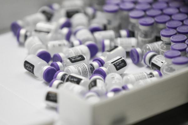 Vaccino Covid, la gestione delle fiale di Pfizer-BionTech