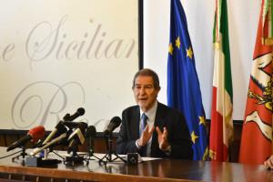 Catania, conferenza stampa del presidente della Regione Sicilia Nello Musumeci su sgombero migranti