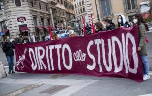 Scuola - Protesta contro la DaD davanti alla Prefettura