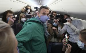 Oppositore russo Alexei Navalny all'aeroporto di Berlino in partenza verso Mosca