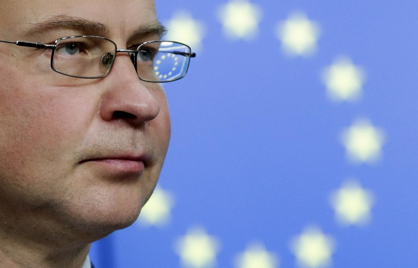 Bruxelles, conferenza stampa del commissario europeo per il commercio Valdis Dombrovskis