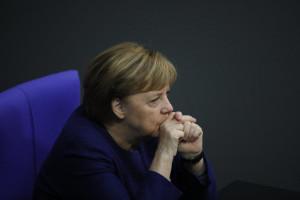 Angela Merkel partecipa al dibattito sul bilancio della Germania 2021