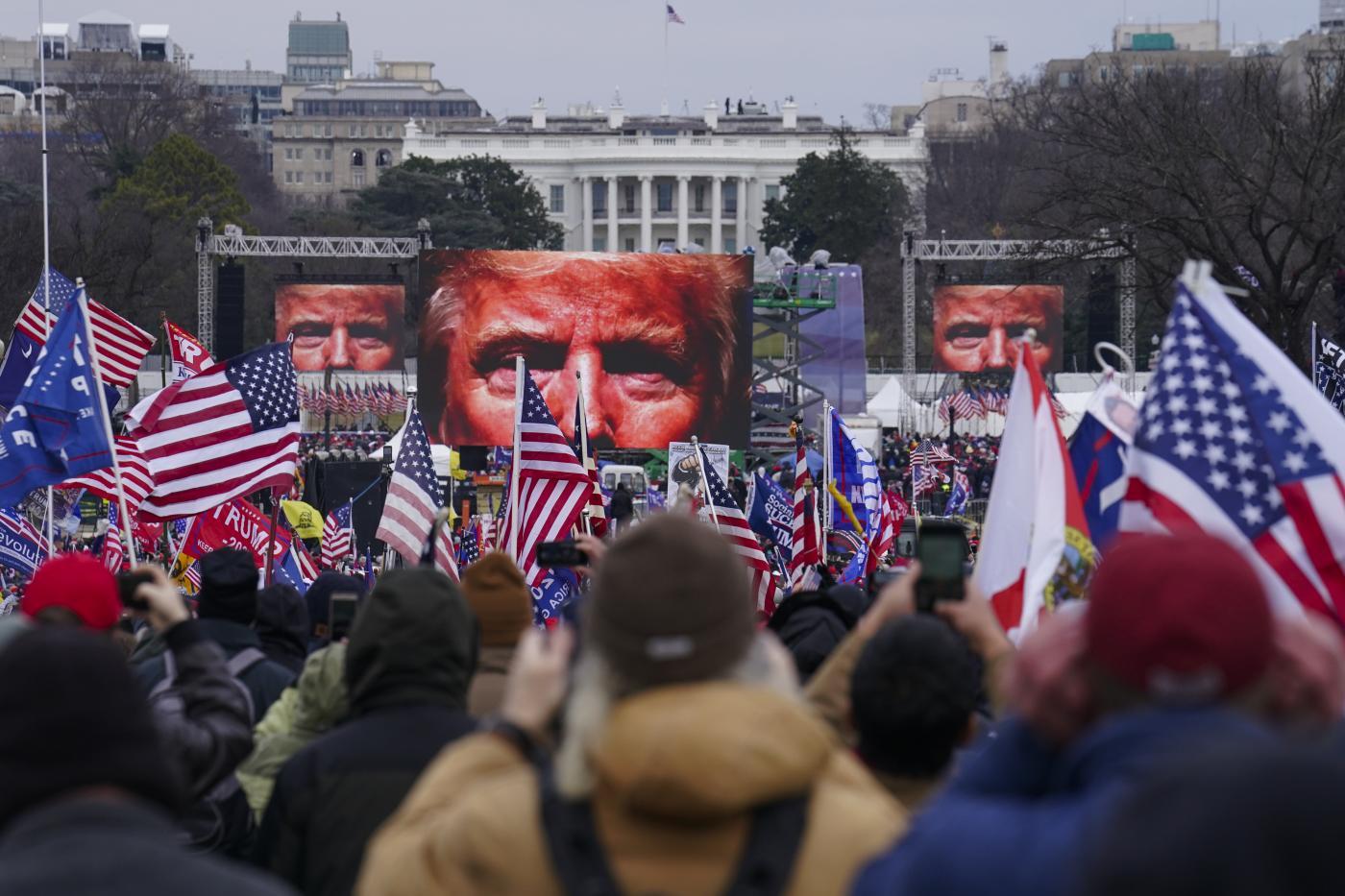 I sostenitori di Trump partecipano a una manifestazione a Washington
