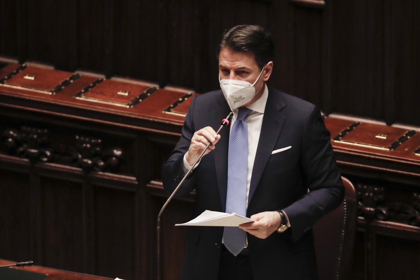 Il premier Giuseppe Conte pronuncia il suo discorso alla Camera