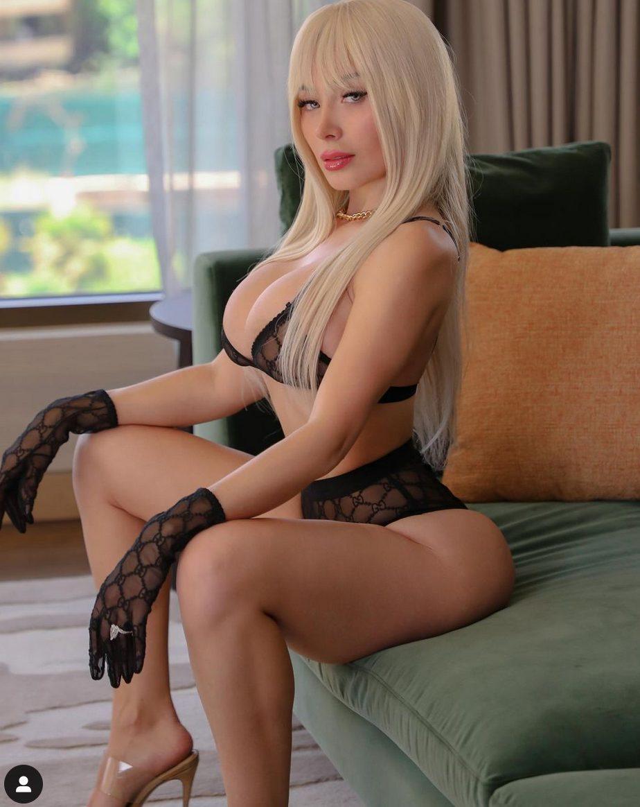 Daniella Chavez in intimo sexy