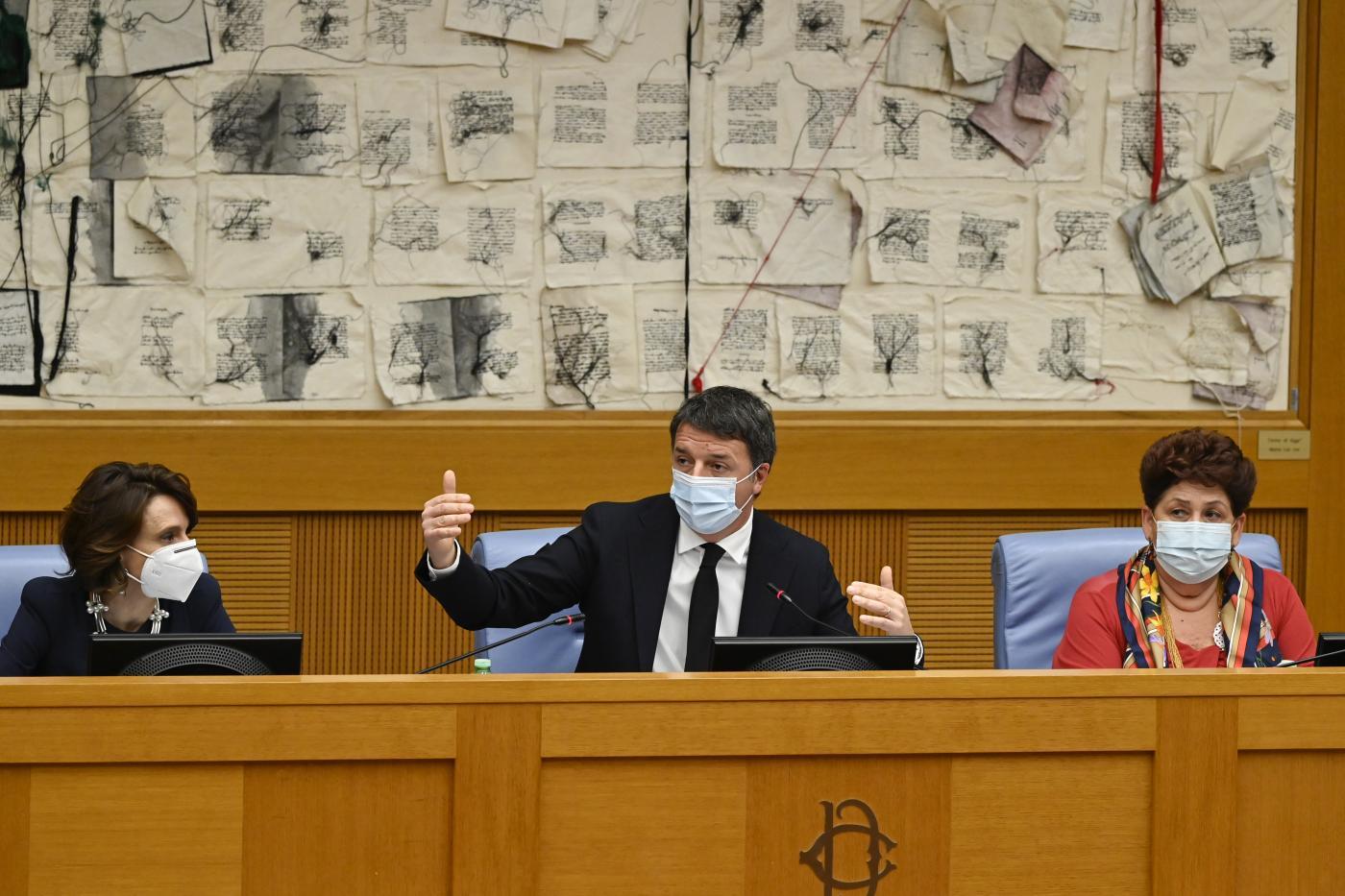 Matteo Renzi. Conferenza stampa con i ministri uscenti, Elena Bonetti e Teresa Bellanova