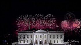 Usa, Biden e la First Lady guardano i fuochi d'artificio dal balcone della Casa Bianca