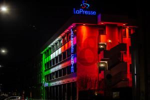 Sede LaPresse di via dell'Aprica con illuminazione tricolore