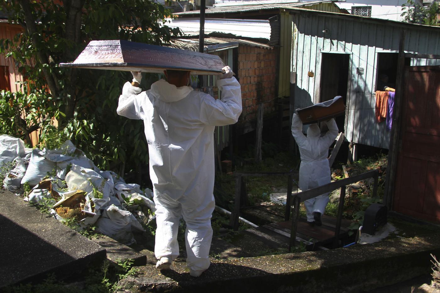 Emergenza Coronavirus, ospedali al collasso in Brasile: aumenta il numero dei decessi in casa
