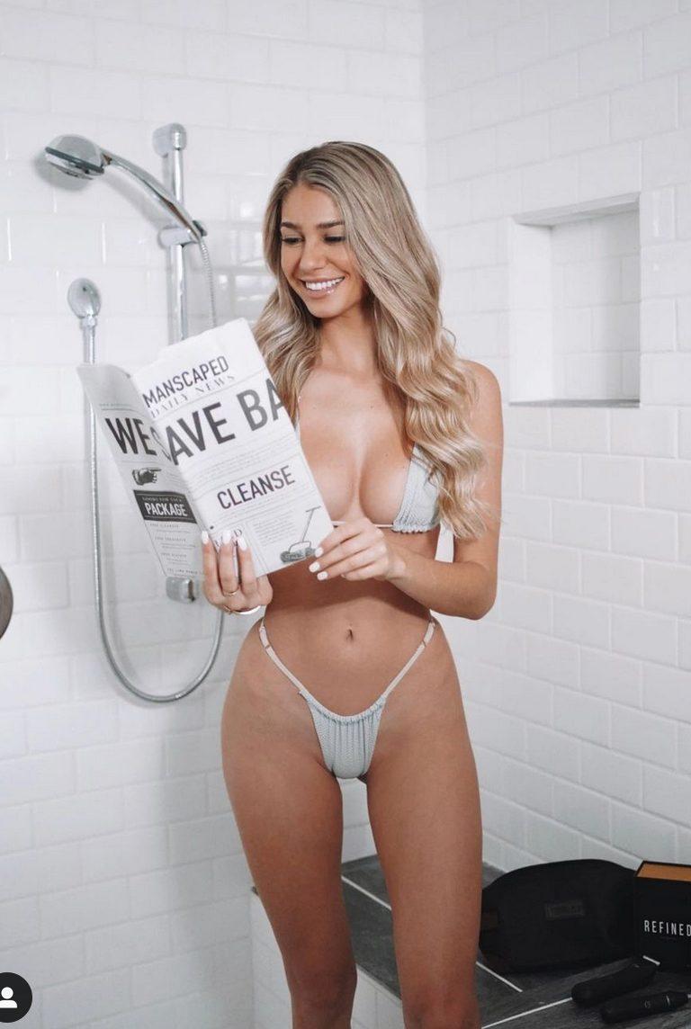 Emily Tanner foto sexy doccia