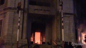 Libano, protesta a Tripoli: incendiati diversi uffici governativi