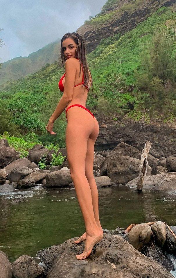Leidy Amelia Labrador in bikini
