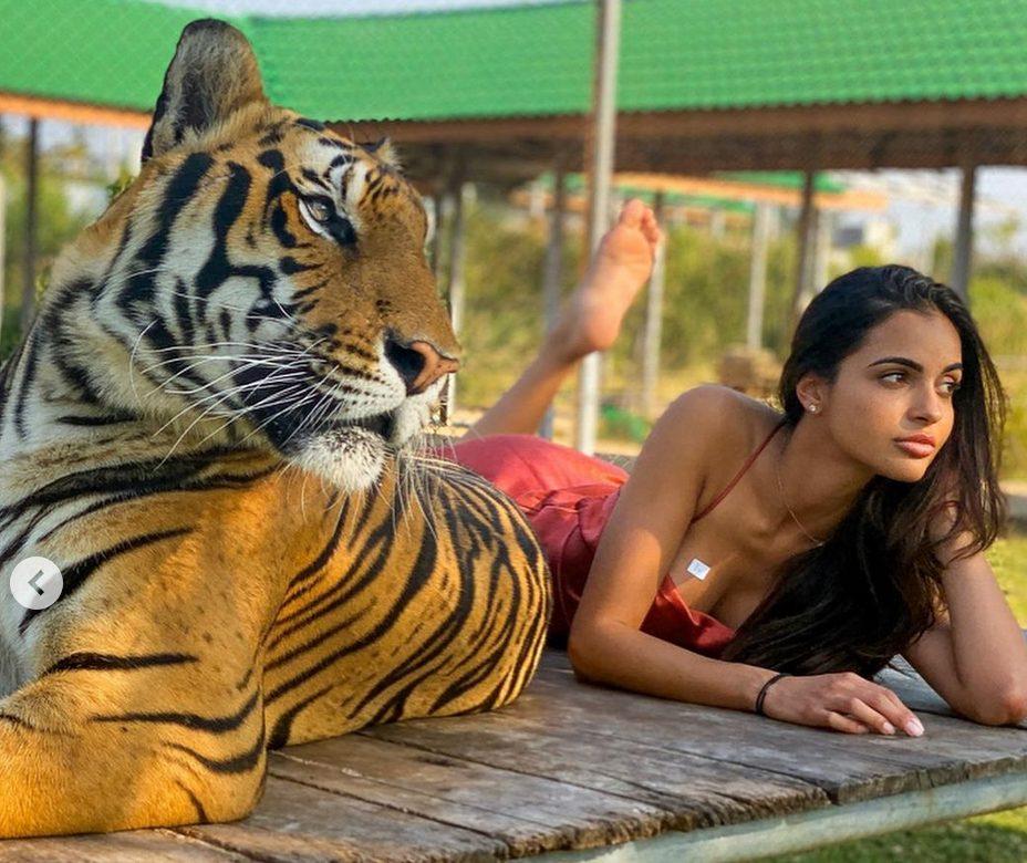 Leidy Amelia Labrador con tigre