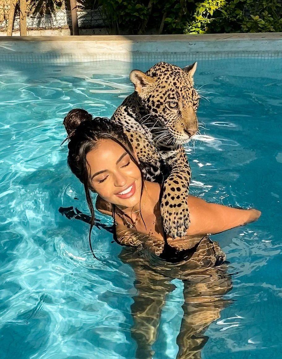 Leidy Amelia Labrador con leopardo