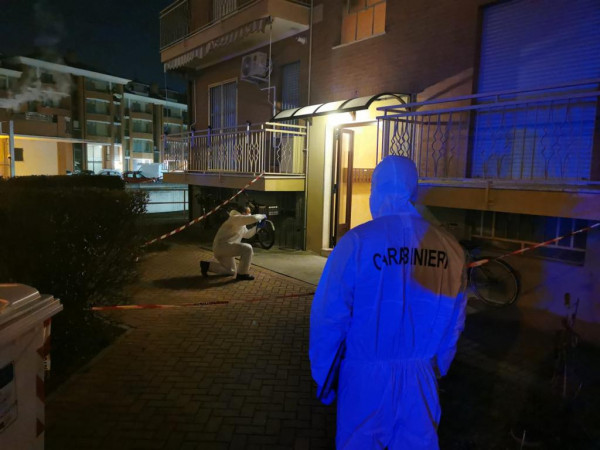 La polizia scientifica sul luogo della tragedia