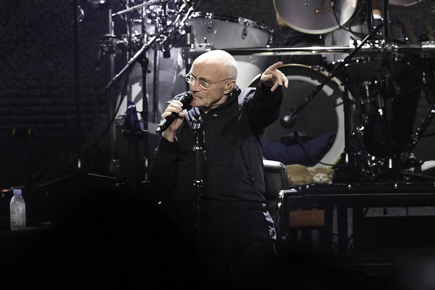 Phil Collins si esibisce al BB & T Center