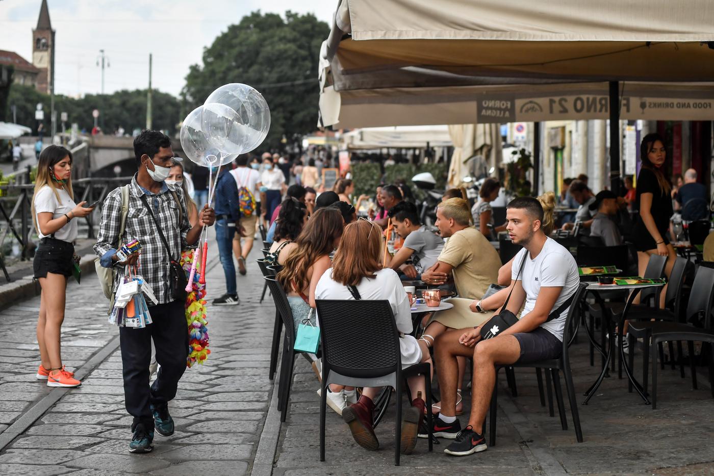 Coronavirus a Milano, torna obbligo di mascherina dalle 18 alle 6 nei luoghi di assembramento