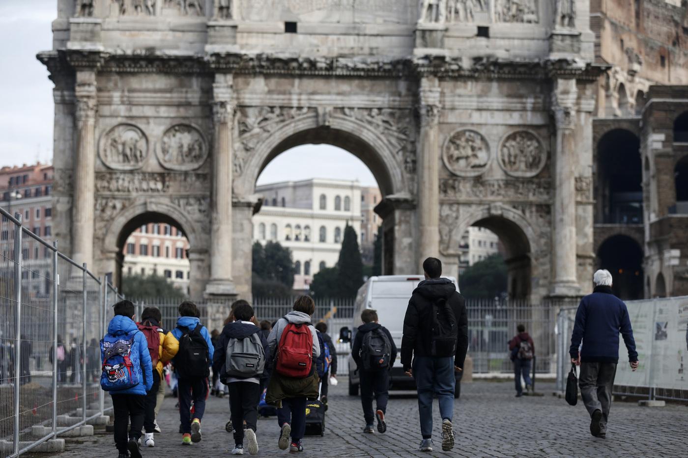 Nuove disposizioni anti covid, Roma torna zona gialla. Riapertura dei musei e dei siti archeologici