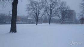 Usa, tormenta di neve imbianca la città di Baltimora