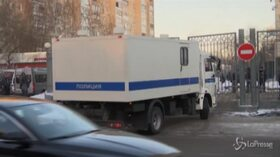 Mosca, l'arrivo di Alexei Navalny in tribunale