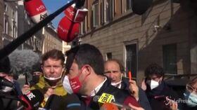 Siparietto tra Salvini e il presenzialista Niki Giusino