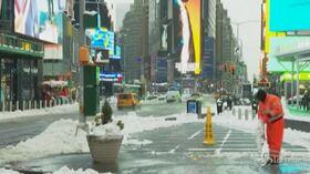 New York sepolta sotto oltre 40 centimetri di neve