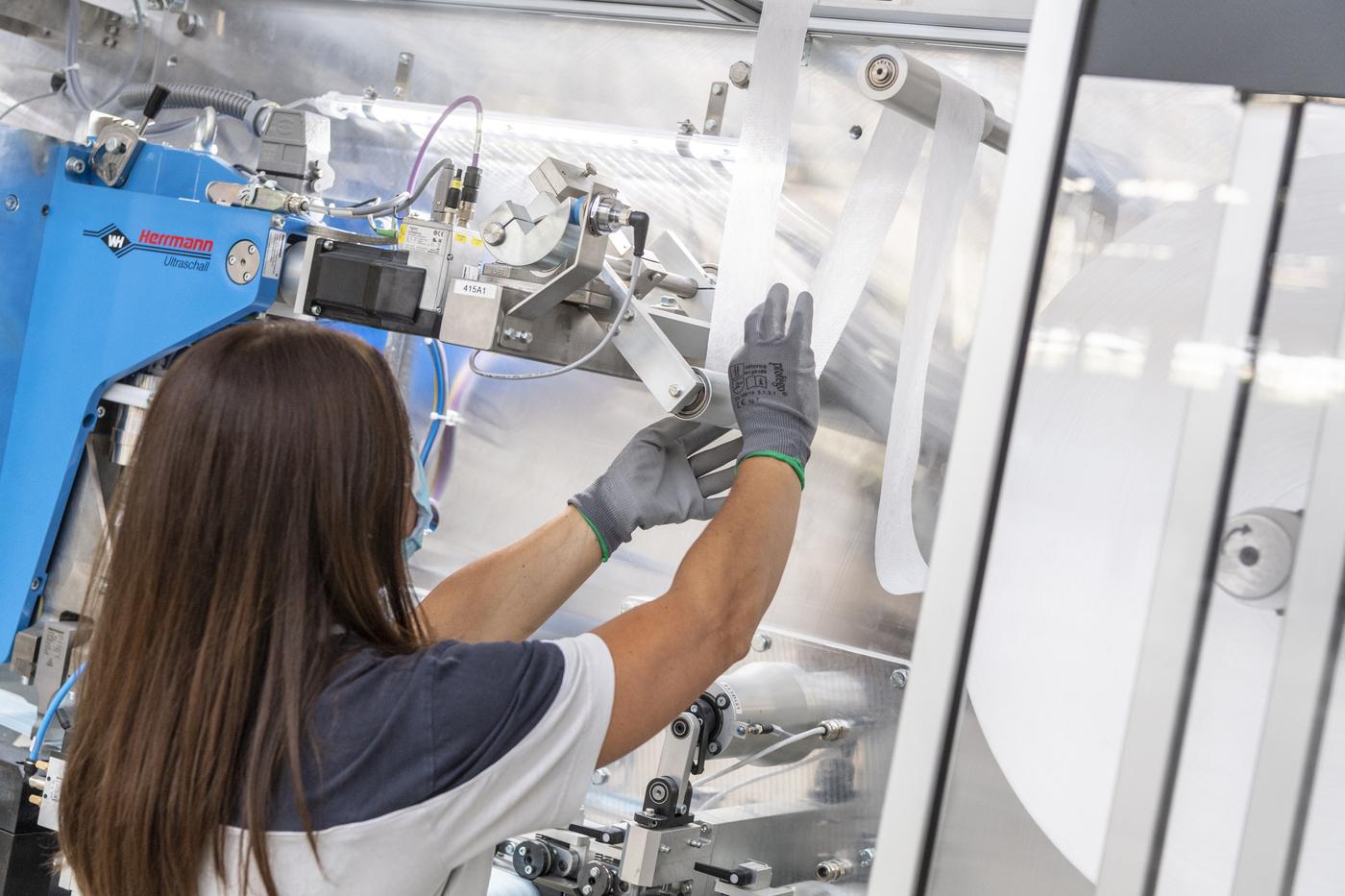 FCA, avviate in impianto di Mirafiori le attività per produrre le mascherine chirurgiche
