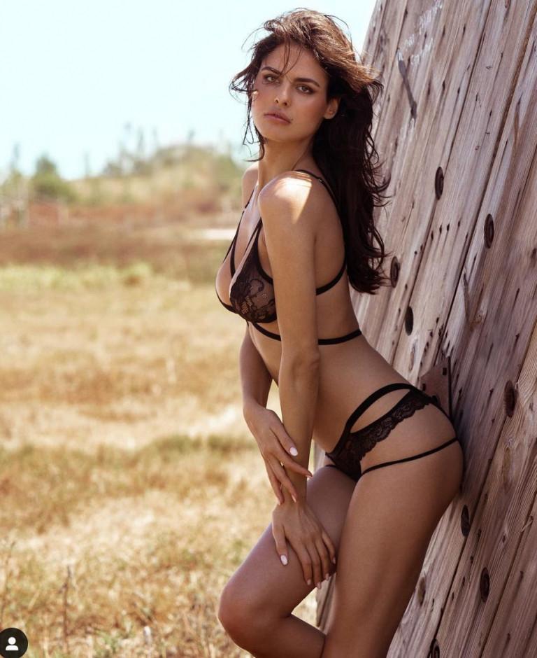 Bojana Krsmanovic sexy lingerie nera