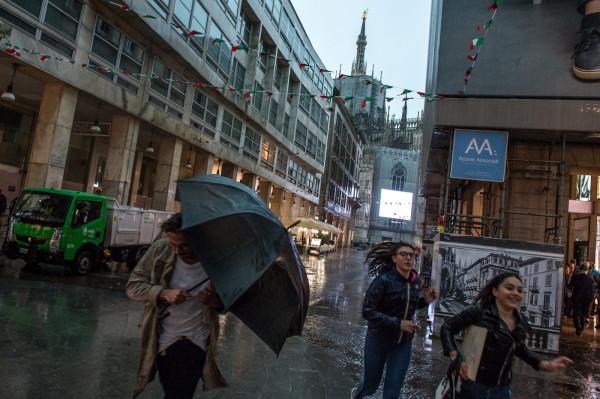 Violento temporale si abbatte su Milano