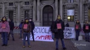 Genitori e studenti in piazza per chiedere al Comune tamponi a prezzi calmierati