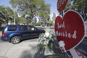 L'amore ai tempi del Coronavirus, la contea della Florida offre matrimoni drive-through
