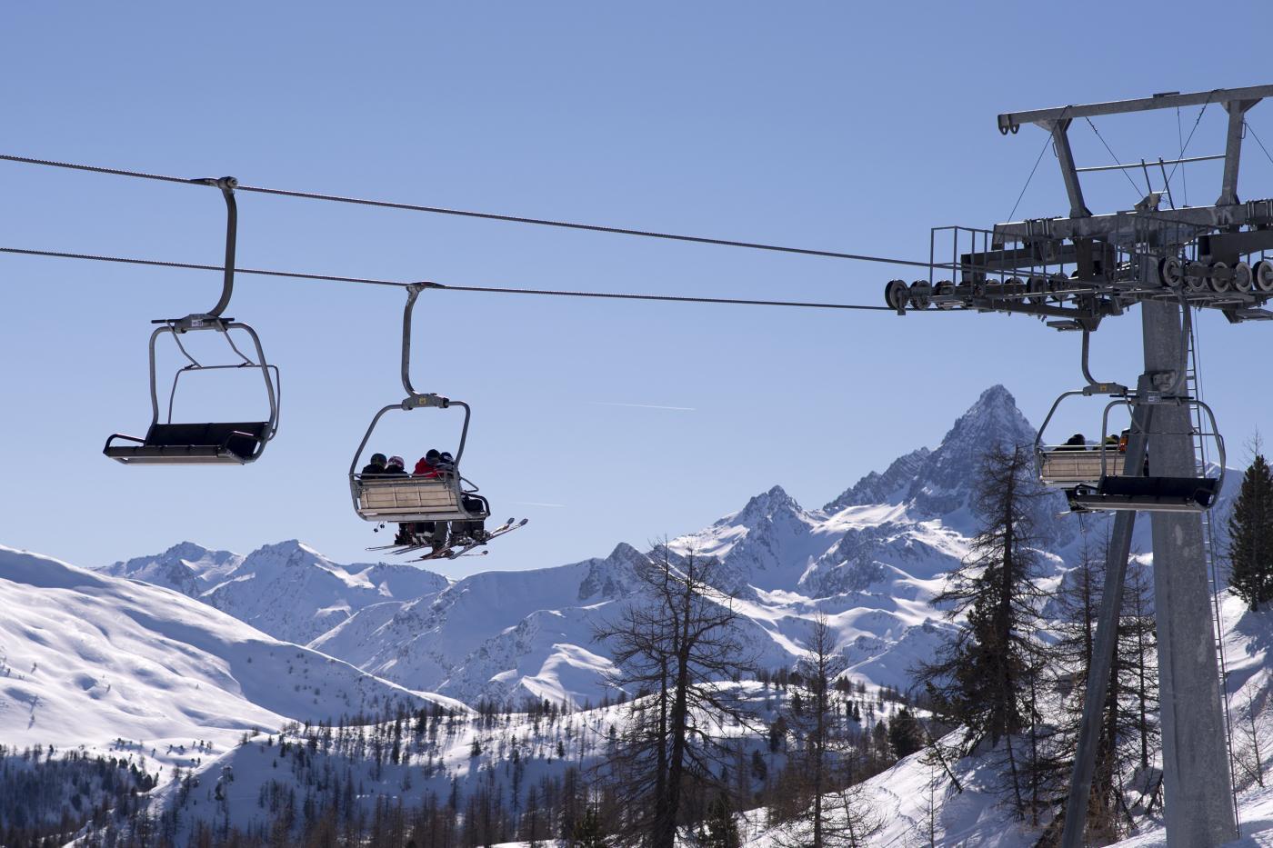 Lombardia, Fontana firma ordinanza per riapertura sci il 15 febbraio