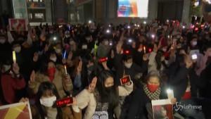 Tokyo, in migliaia alla fiaccolata contro il colpo di stato del Myanmar