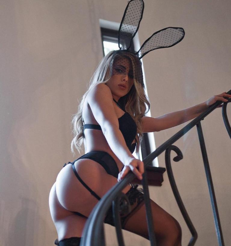 Valeria Orsini in lingerie sexy