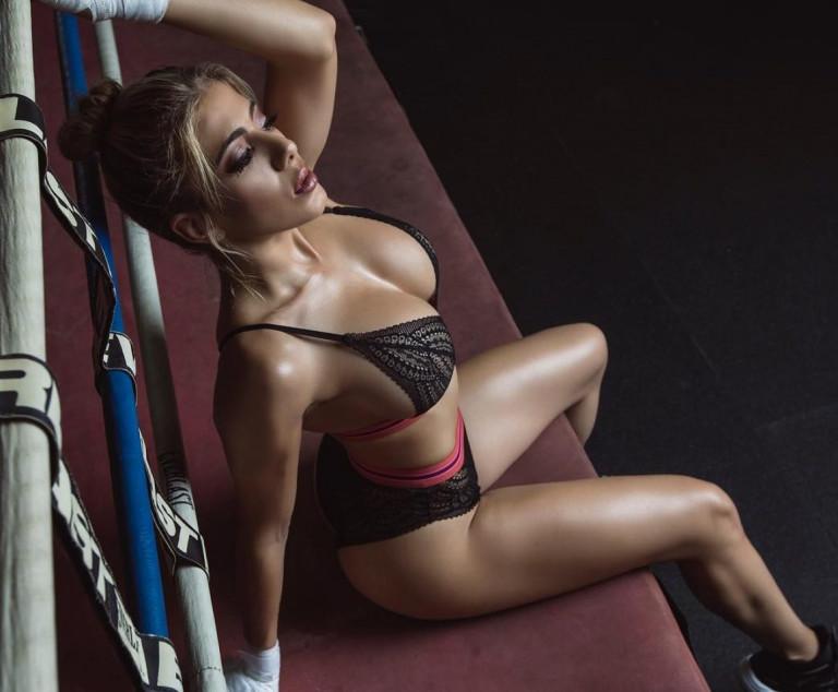 Valeria Orsini sexy fitness