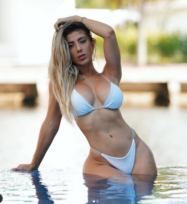 Valeria Orsini foto sexy