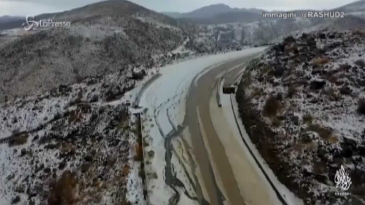 la neve imbianca anche l'Arabia Saudita