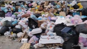 Porticciolo Arenella invaso dai rifiuti