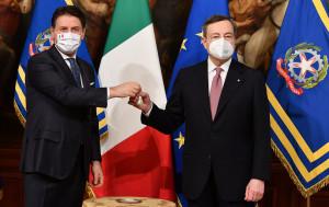 Mario Draghi e Giuseppe Conte a palazzo Chigi per la cerimonia della campanella