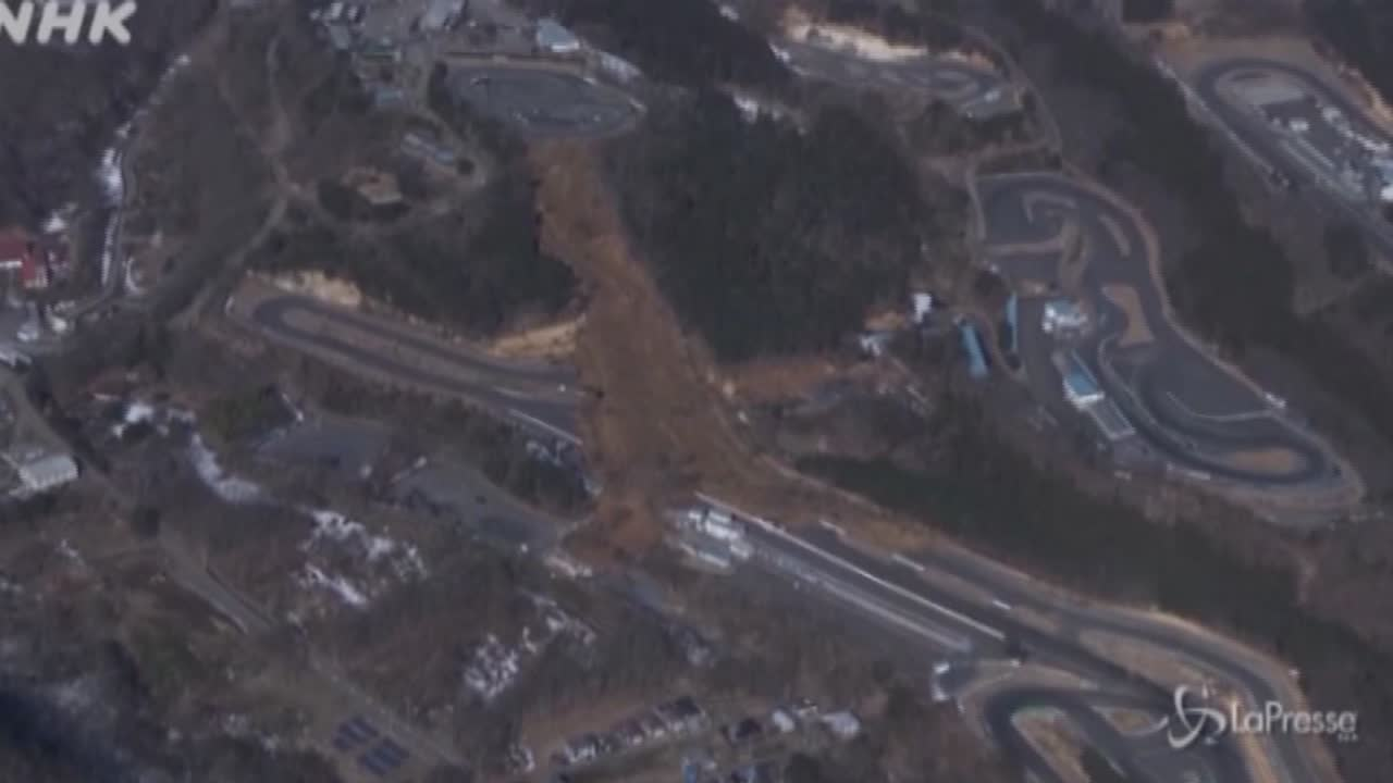 Sisma in Giappone: smottamenti e strade distrutte