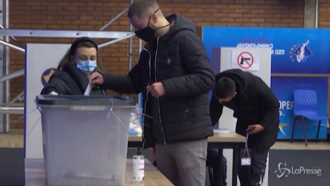 Kosovo, cittadini ai seggi a Pristina