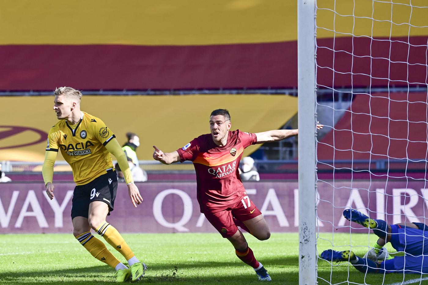 Jordan Veretout esulta dopo il gol 1-0