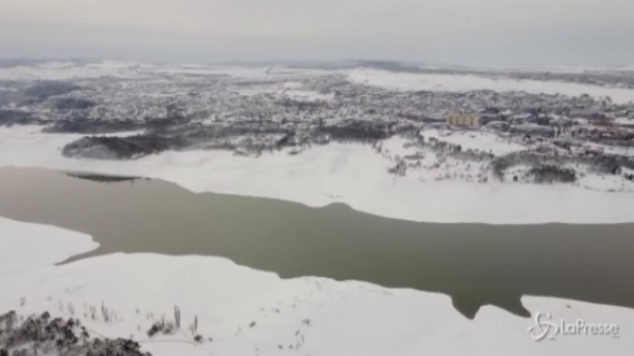 Nevicata imbianca la Crimea