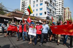 In Birmania si protesta contro il colpo di stato