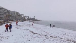 Grecia, la neve in spiaggia