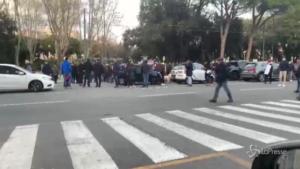 Macchina investe manifestanti durante la protesta dei ristoratori