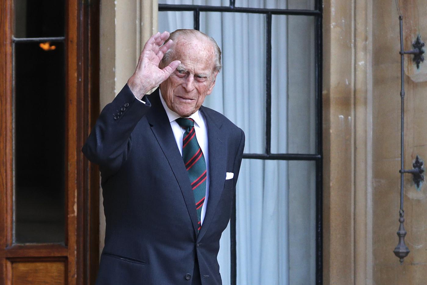 Principe Filippo ricompare in pubblico a cerimonia militare al castello di Windsor