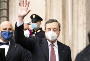 """Governo, Draghi al debutto al Senato: """"Appello all'unità, pensiamo al Paese"""""""